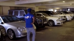 मुंबई इंडियंस के क्रिकेटरों ने देखी मुकेश अंबानी के गैराज में रखी कारें, देखिये वीडियो