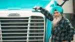 यह सरदारजी अमेरिका में ट्रक चलाकर कमाते है 1.6 करोड़ रुपयें, जानिये क्या है इनकी कमाई का राज