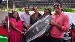 फिल्म स्टार नागार्जुना ने बैंडमिटन चैंपियन पीवी सिंधु को बीएमडब्ल्यू एक्स 5 से किया सम्मानित