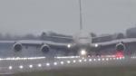 पायलट ने हैरतंगेज अंदाज से लैंड कराया एयरबस ए380 प्लेन, वीडियो देख हो जाएंगे हैरान