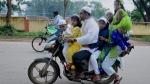केरल परिवहन विभाग ने बनाया कानून, बाइक के फ्यूल टैंक पर बच्चों को बैठाया तो कटेगा चालान