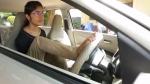 Anand Mahindra Shares Inspiring Video: हाथ ना होते हुए भी चलाती है कार, आनंद महिंद्रा ने की तारीफ