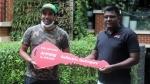 क्रिकेटर रॉबिन उथप्पा ने एम्पियर इलेक्ट्रिक स्कूटर की ली डिलीवरी, सामने आई तस्वीरें