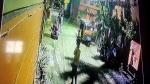 नकली चाबी से चुरा ली घर के बाहर खड़ी बाइक, सीसीटीवी में कैद हुई चोरी