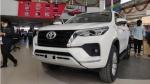 Toyota Fortuner Reaches Dealership: टोयोटा फोरच्यूनर फेसलिफ्ट डीलरशिप पर पहुंची
