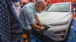 Delhi Government Switches To Electric Vehicles: दिल्ली में अब सभी सरकारी वाहन होंगे इलेक्ट्रिक, आदेश जारी