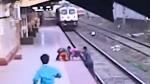 Jawa To Honor Railways Hero Mayur: जान की परवाह न करते हुए बचाई बच्चे की जान, जावा करेगी सम्मान