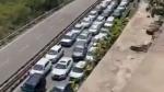 हिमाचल में प्रवेश करने के लिए लगी हजारों वाहनों की कतार, जाम का वीडियो हुआ वायरल