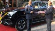 आनंद महिंद्रा ने अपनी नई कार एल्टुरस G4 के नए नाम के लिए लोगों से मांगे सुझाव