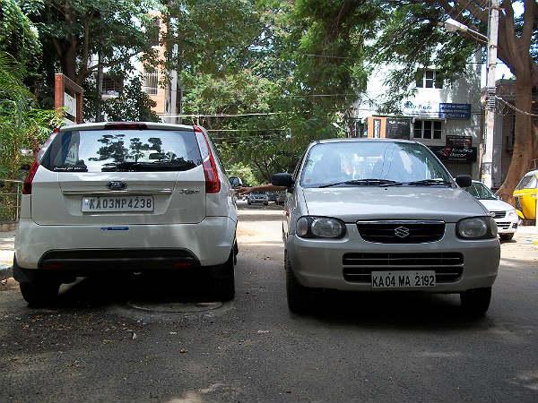 कम जगह में कार पार्क करने का हुनर है जरूरी