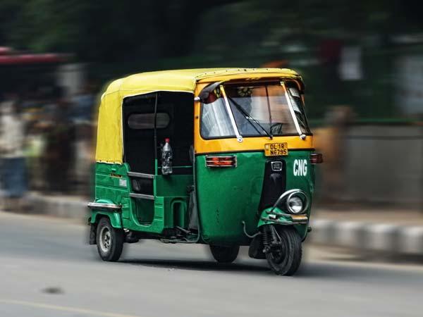 ओला और ऊबर सरीखी कैब सर्विस कंपनियों पर बैन को लेकर ऑटोरिक्शा यूनियन की दिल्ली में आज हड़ताल