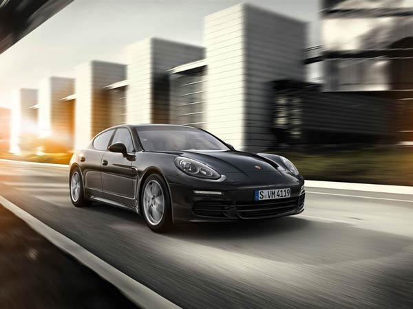Video: Porsche Panamera Breaks Nurburgring Lap Record