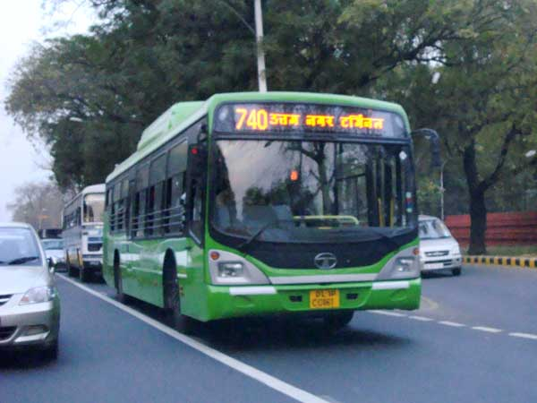 कारों से कहीं ज्यादा सुरक्षित हैं दिल्ली की बसेंः स्टडी