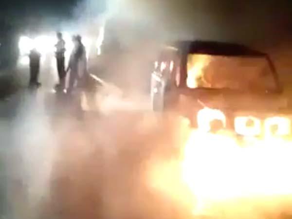 जलती स्कार्पियो में स्वाहा हुई महिला, देखिए Video