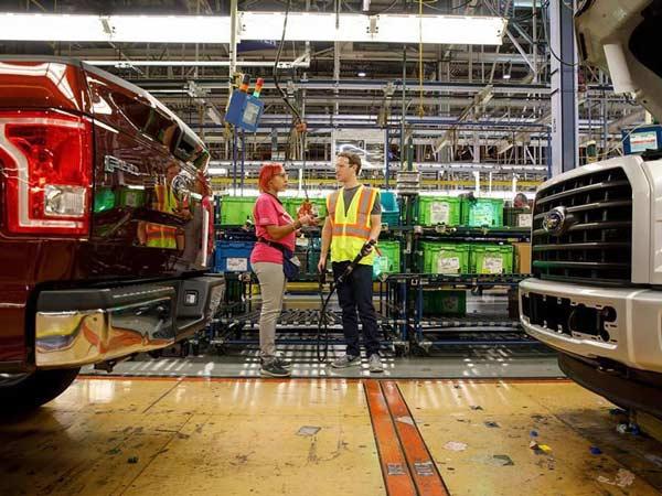 Facebook के संस्थापक ने किया Ford Plant का दौरा, जानिए क्यों?