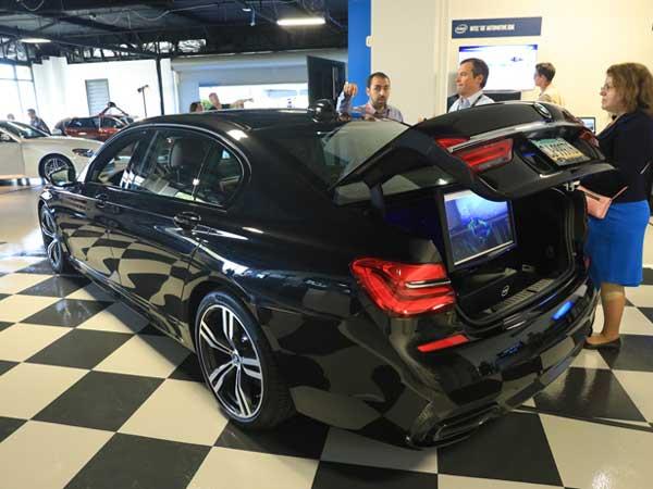 वीडियोः Intel और BMW ने लॉन्च की ड्राइवरलेस कार, साल के लास्ट में चलने की उम्मीद