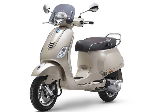 Vespa Elegante ने लॉन्च किया स्पेशल एडिशन, कीमत 95,077 रुपए