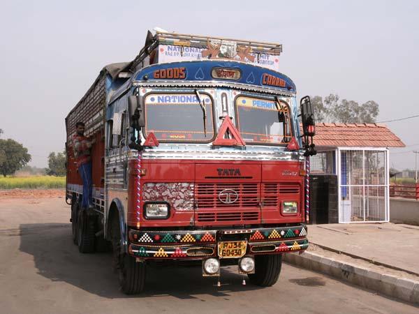बैन खत्म होने के बाद 60,000 ट्रकों ने राजधानी दिल्ली में ली एकसाथ इन्ट्री