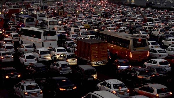 पुणे से आई है चौंका देनेवाली खबर - वाहनों की संख्या शहर की जनसंख्या से भी ज्यादा