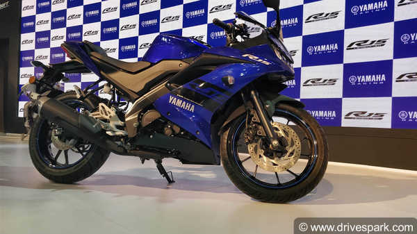 भारत की सबसे पॉपुलर स्पोर्ट्स बाइक Yamaha R15 V3.0 के बारे में ये बातें आपको जरूर जाननी चाहिए
