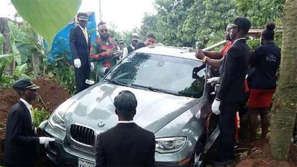 बेटे ने पिता को BMW कार में दफनाया, वजह जान दंग रह जायेंगे