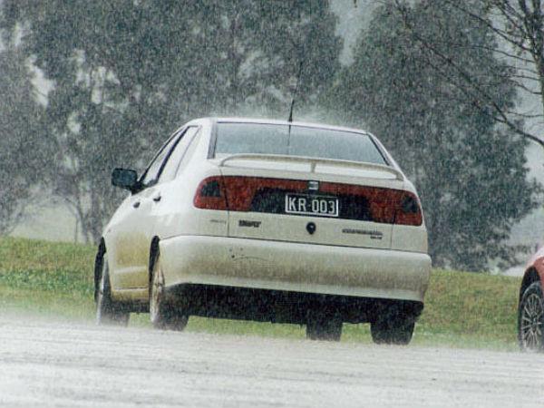मॉनसून में रखें अपना और अपने कार का ख्याल - अपनाएं ये आसान टीप्स