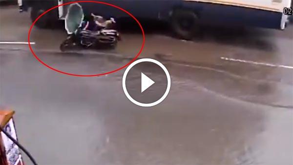 विडियो: सड़क में गड्ढ़े के कारण फिर एक मौत - इसका जिम्मेदार कौन?