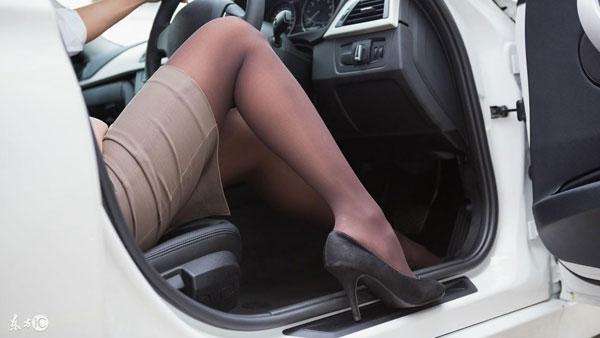 महिलाओं का हील पहनकर ड्राइविंग करना बेहद खतरनाक, जान लें वरना पछतायेंगे