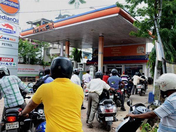 उत्तर प्रदेश में पेट्रोल व डीजल के कीमत में भारी बढ़त, जानिए कितना पड़ा आपकी जेब पर बोझ