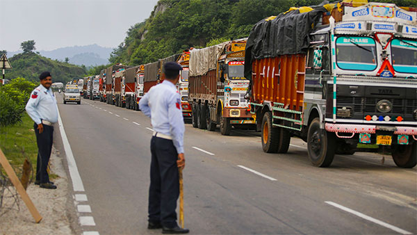 अब ट्रक पर लगा 6.5 लाख रुपयें का ट्रैफिक फाइन, ओडिशा पुलिस ने काटा है सबसे बड़ा चालान