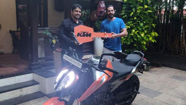 डीनो मोरिया ने खरीदी मुंबई की पहली केटीएम ड्यूक 790, 8.64 लाख रुपयें है बाइक की कीमत