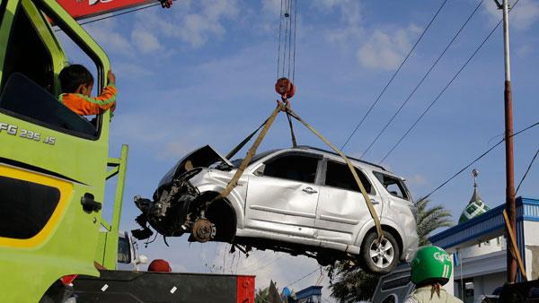 केंद्र सरकार लाएगी कबाड़ नीति, 15 साल से ज्यादा पुराने वाहन होंगे प्रतिबंधित