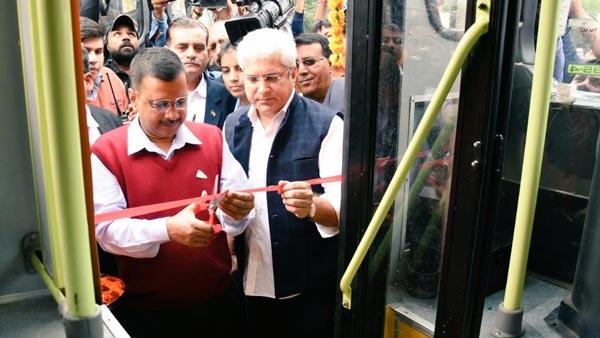 दिल्ली की सड़कों पर आई 100 नई बसें, क्लस्टर बसों की संख्या हुई 2000 के पार