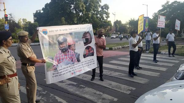 गुजरात सरकार ने दी दोपहिया चालकों को छूट, अब शहरी इलाकों में हेलमेट लगाना नहीं होगा अनिवार्य