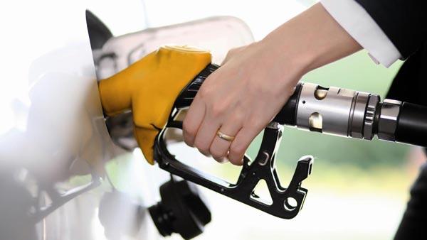 सरकार ने कहा पेट्रोल और डीजल पर टैक्स नहीं होंगे कम, कीमतों में वैश्विक अस्थिरता है कायम