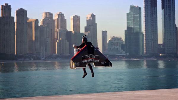 6000 फीट की ऊंचाई पर उड़ान भरकर इस शख्स ने बनाया विश्व रिकाॅर्ड, देखें वायरल वीडियो