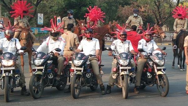 कोरोना वायरस से बचाव के लिए हैदराबाद ट्रैफिक पुलिस ने निकाली रैली, पहने कोरोना हेलमेट