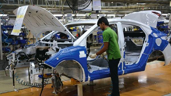 New Automotive Regulations Put On Hold: नए मोटर वाहन सुरक्षा मानकों को देरी से लागू करेगी सरकार