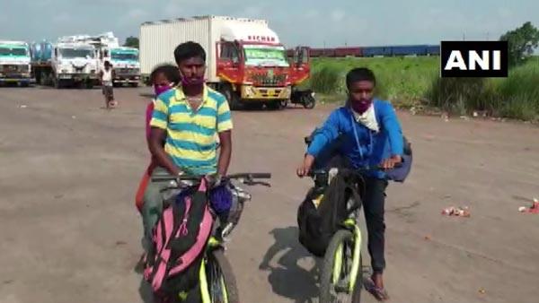 साइकिल खरीदने के लिए मजदूर दंपत्ति ने बेचा मंगलसूत्र, बैंगलोर से आए कट्टक