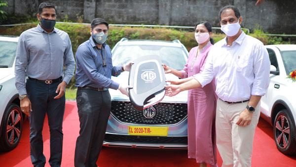 10 MG ZS EV Delivered in Kerala: केरल के इस कलेक्टर ने ग्राहकों को सौंपी 10 एमजी जेडएस ईवी की चाबी
