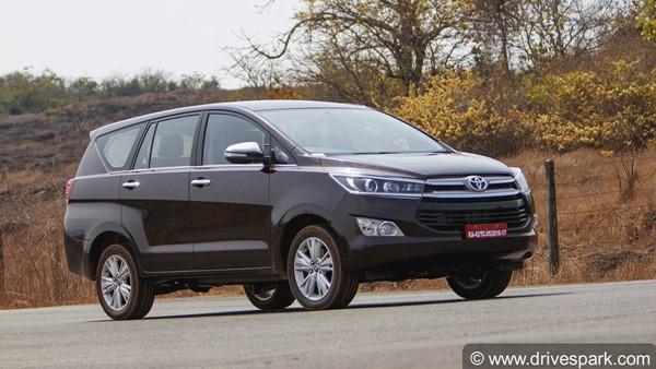 Toyota Innova Crysta CNG Spied: टोयोटा इनोवा क्रिस्टा सीएनजी टेस्टिंग के दौरान आई नजर
