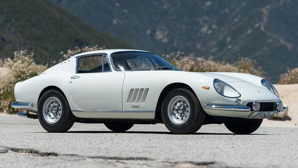 54 साल पुरानी फरारी की यह कार बिकी 23 करोड़ रुपये में, बनाया यह रिकॉर्ड