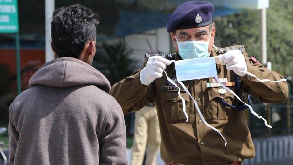 Mask Made Mandatory While Driving: दिल्ली में बिना मास्क पहने ड्राइविंग करने पर होगा जुर्माना