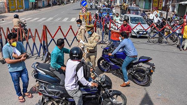 Noida Open Borders With Delhi: दिल्ली-नोएडा बाॅर्डर से हटा प्रतिबंध, वाहनों की आवाजाही शुरु