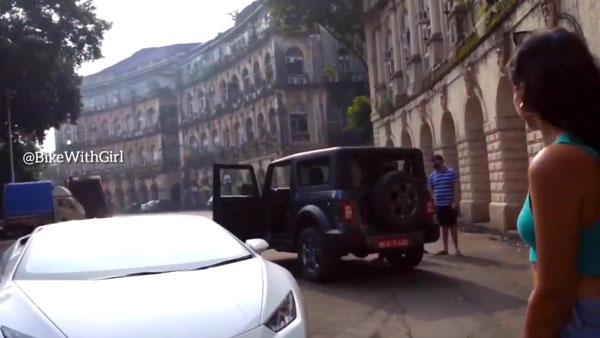 लेम्बोर्गिनी ड्राइवर ने महिंद्रा थार देखने के लिए रोकी कार, फैन ने किया ट्वीट