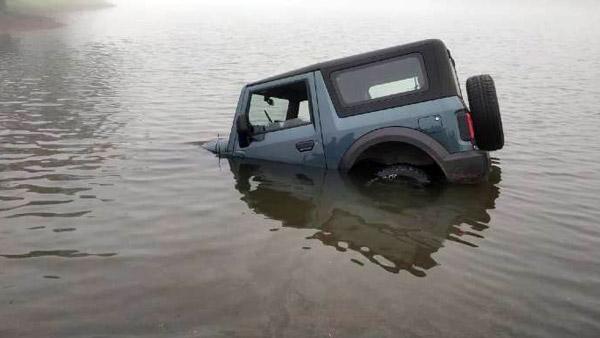 Next Gen Mahindra Thar Stuck In Water: नई महिंद्रा थार गहरे पानी में हुई बंद, जानें फिर क्या हुआ