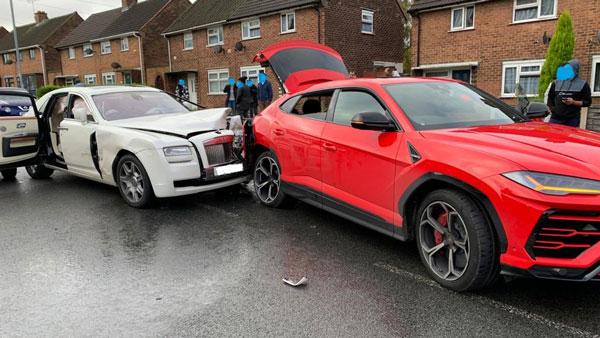 Two Luxury Cars Crashes: रोल्स रॉयस कार ने लेम्बोर्गिनी उरुस को मारी टक्कर, हुआ लाखों का नुकसान