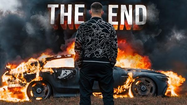 Youtuber Burns His Mercedes-AMG: यूट्यूबर ने अपनी मर्सिडीज-एएमजी में लगाई आग, जानें क्यों