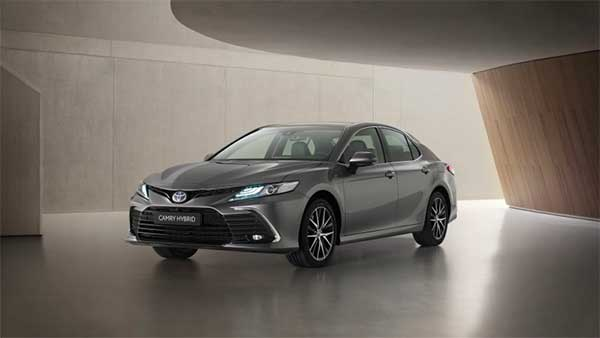 Toyota Camry Hybrid Facelift Unveiled: टोयोटा कैमरी हाइब्रिड फेसलिफ्ट का खुलासा, जल्द होगी लॉन्च