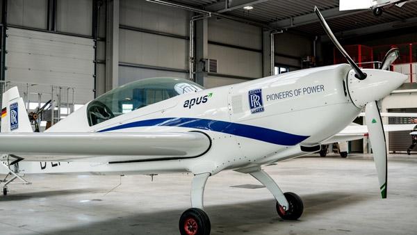Rolls-Royce & Infosys Strategic Partnership: रोल्स-रॉयस व इंफोसिस एयरोस्पेस इंजीनियरिंग पर करेंगी काम